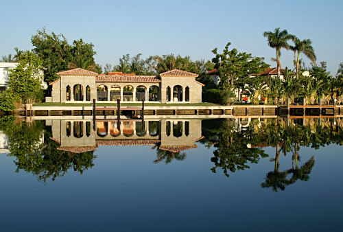 Reflected villa in Miami Beach