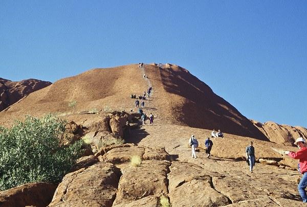 Tourists climbing Ayer's rock. Photo: L. Bobke