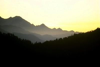 Dawn in theHimalaya, Nepal. Photo: L. Bobke