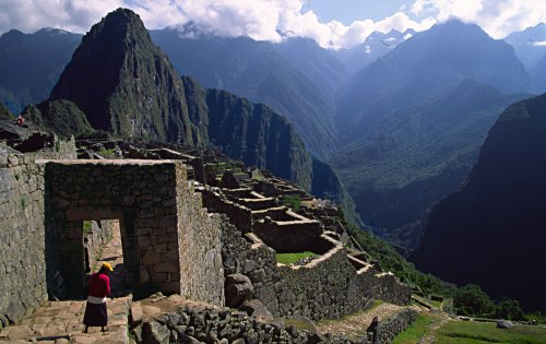 Main gate of Machu Picchu and India woman. Photo: L. Bobke