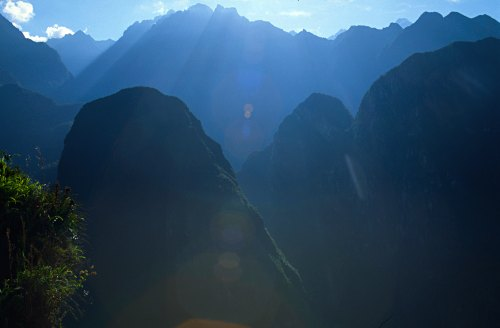 Thr mountains surrounding Machu Picchu. Poto: L. Bobke