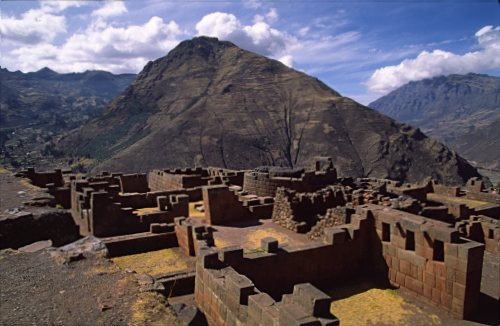 Pisac. Travel Photography Online - the walls of Saqsaywaman
