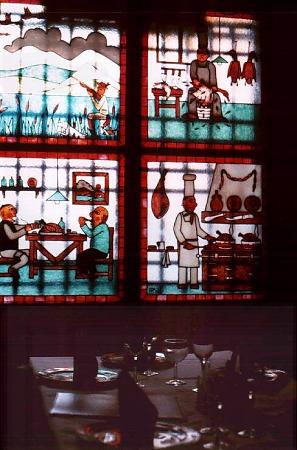 Santander: Fenster in einem alten Restaurant.  Photo: L. Bobke